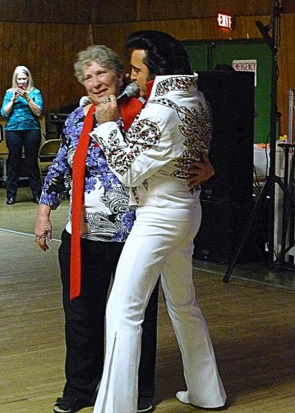 Elvis sings Happy Birthday to Jean